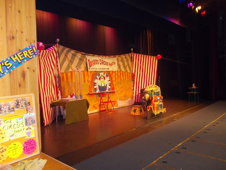 Children Loved The Sandow Clowns (1)